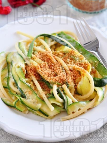 Спагети със сметана, тиквички и галета - снимка на рецептата